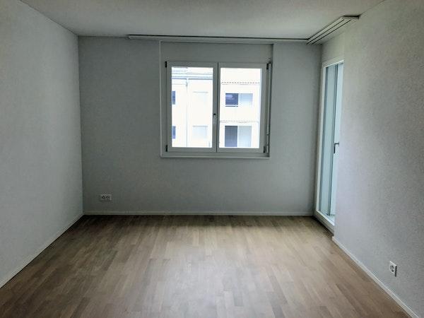 Zimmer 16.0m2 mit direktem Ausgang zur Terrasse