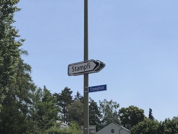 Wegweiser ab Hauptstrasse