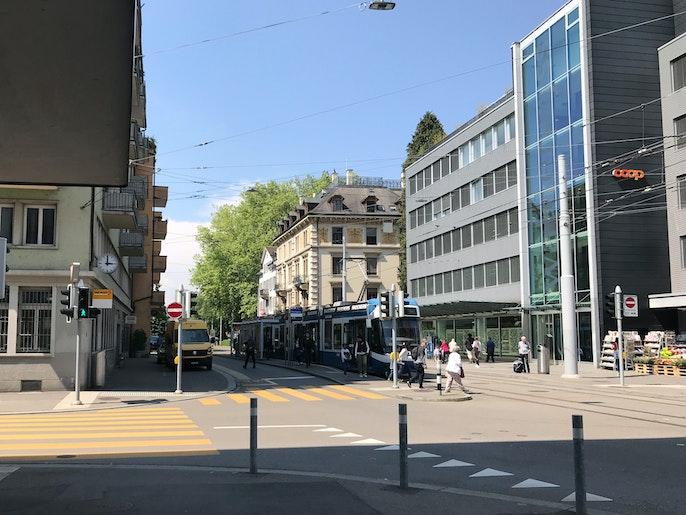 Tram-/Bushaltestelle Höschgasse