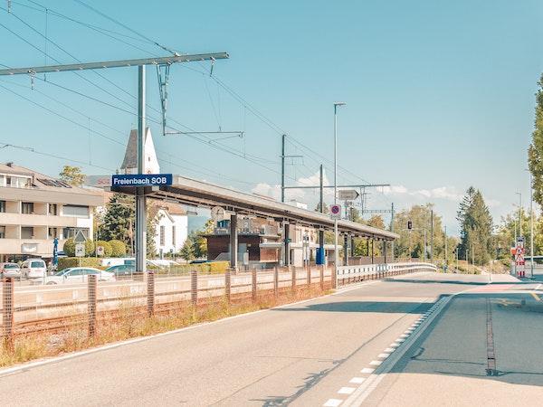 Bahnhof Freienbach direkt vor der Haustür