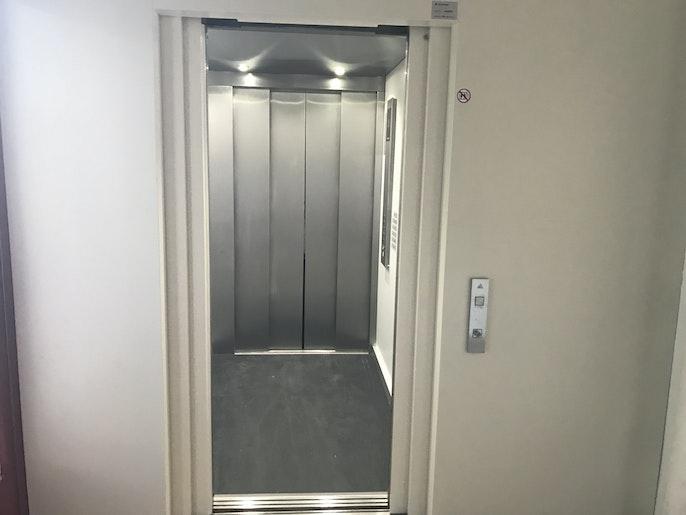 Waren-/Personenlift