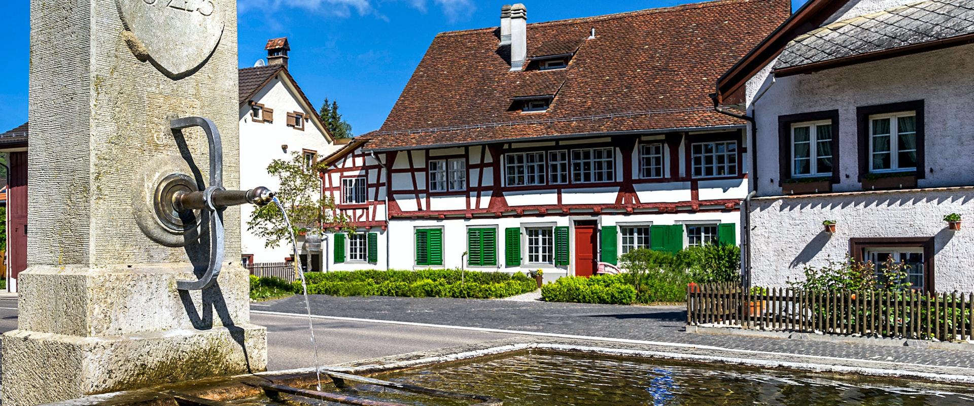 Bild eines Riegelhauses im malerischen Dorfkern von Embrach.