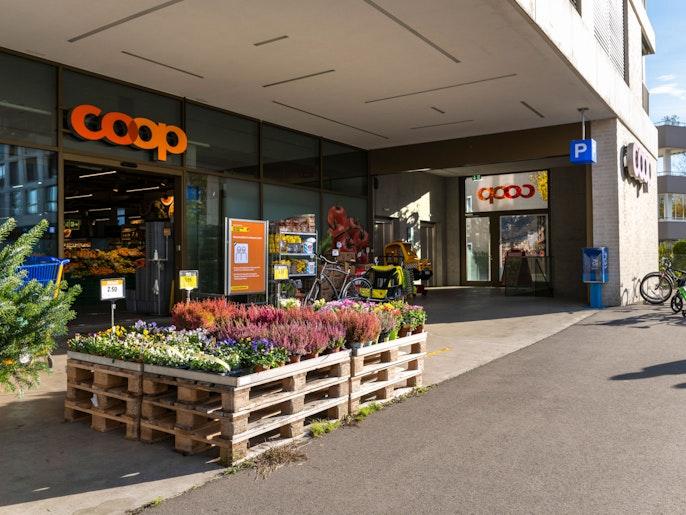 Einkaufen – Das Zentrum mit Migros, Coop und weiteren Fachgeschäfte liegt in unmittelbarer Nähe