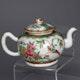 Teapot porcelain in famille rose decoration, ca. 1780, 16.5x10x10cm