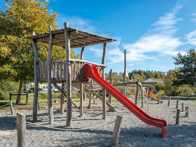 Spielplatz: Treffpunkt für Kinder und für Erwachsene.