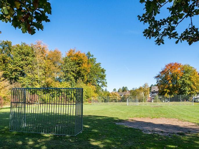 Sportanlagen: Vom einfachen Spielfeld bis zum Sportzentrum mit Schwimmbad und Minigolf-Anlage.