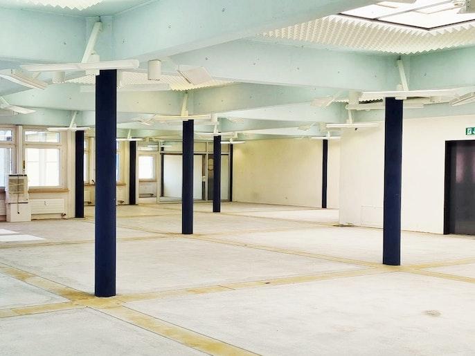 Grossraum mit Sitzungszimmer